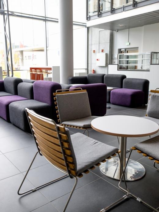 Break Out område 2.etasje kan du velge mellom stol eller sofa.