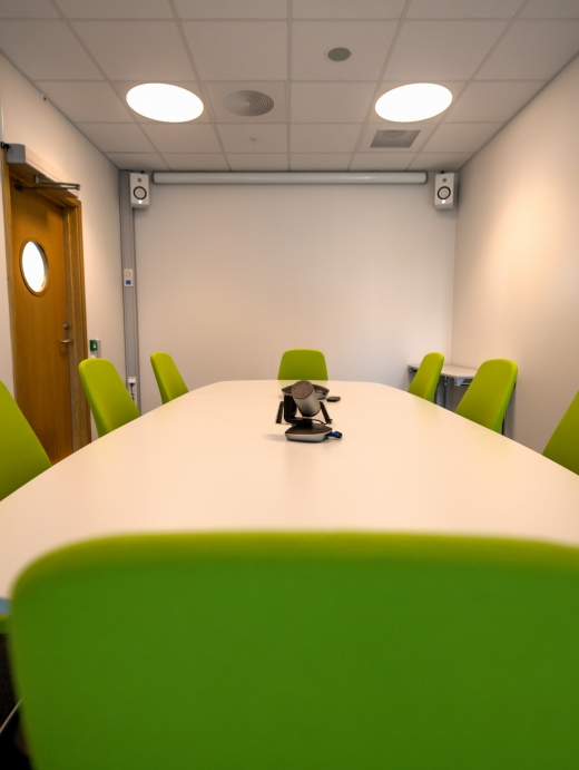 Styrebord til 8 personer