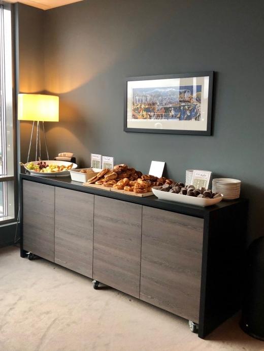 Lobbyen blir også brukt til å servere mat og drikke.