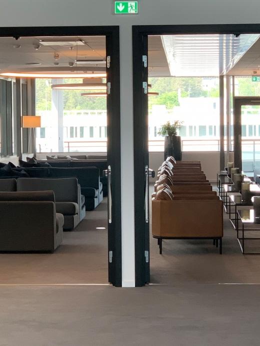Direkte tilgang til egen loungeområde fra salen.