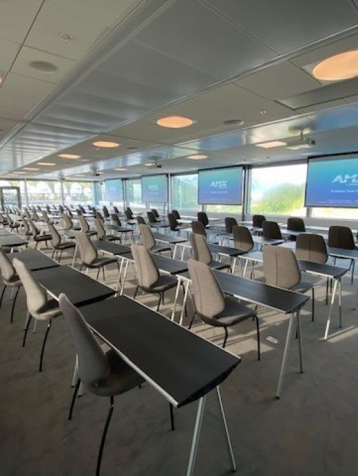 Salen kan konfigureres som klasserom
